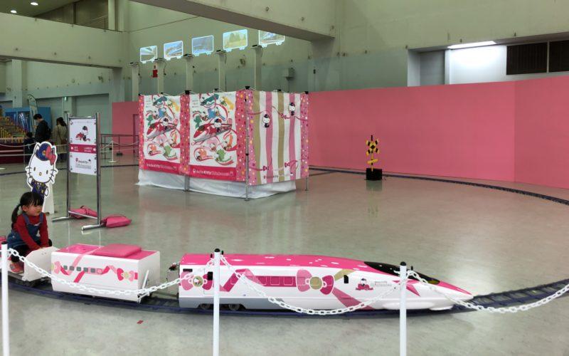 池袋サンシャインシティの文化会館ビル4F 展示ホールBで開催した「GO!GO!鉄道ランド」のハローキティ ミニ新幹線