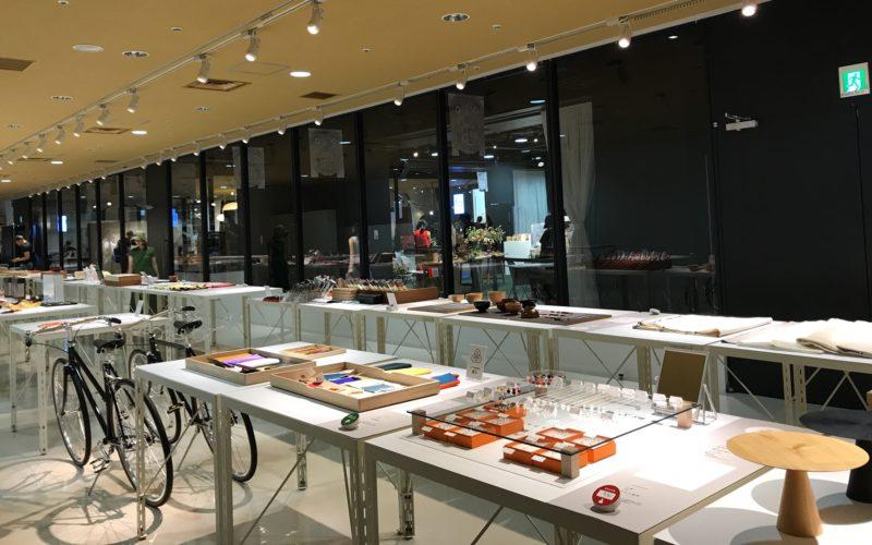 渋谷ヒカリエ8Fのd47 MUSEUM47で開催した「あつらえ展 47都道府県のセミオーダーマーケット」の会場内