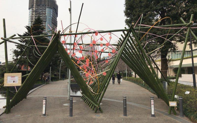 ミッドタウンブロッサム2017でミッドタウン・ガーデンの入口に設置された深澤隆行さんによる竹のゲート