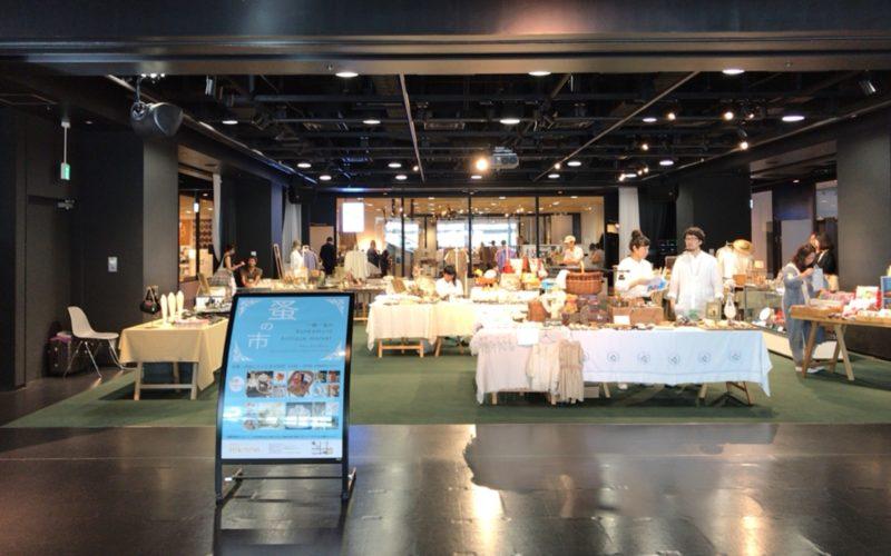 渋谷ヒカリエ8FのCOURTで開催したイベント「一期一会の蚤の市 Bunkamura アンティークマーケット」の会場内