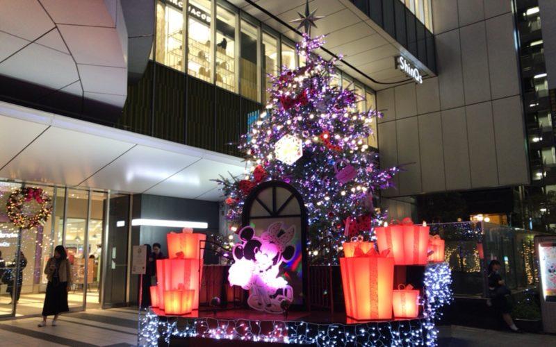 渋谷ヒカリエ1Fの正面入口前に設置していた渋谷ヒカリエクリスマスのクリスマスツリー