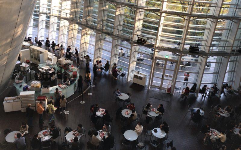 国立新美術館の2Fから見下ろしたカフェ コキーユ
