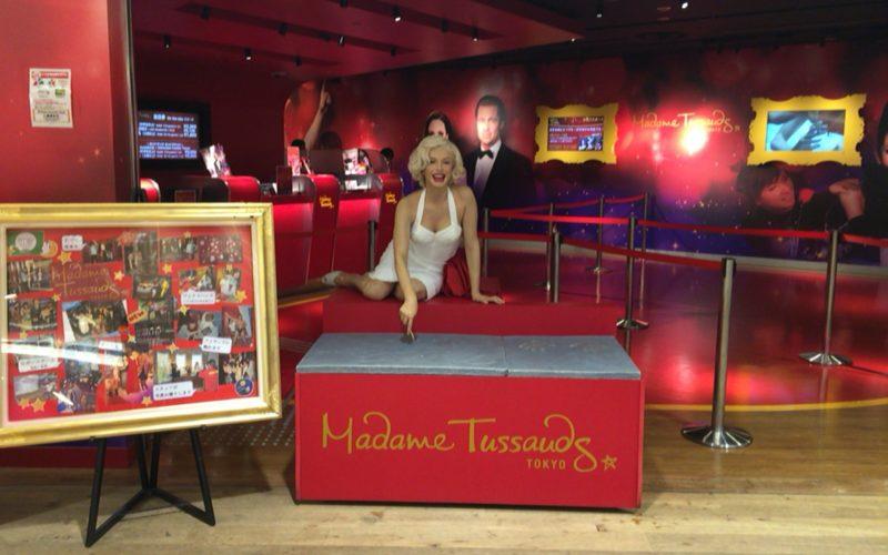 デックス東京ビーチのアイランドモール3Fのマダム・タッソー東京のエントランスに展示しているマドンナの蝋人形