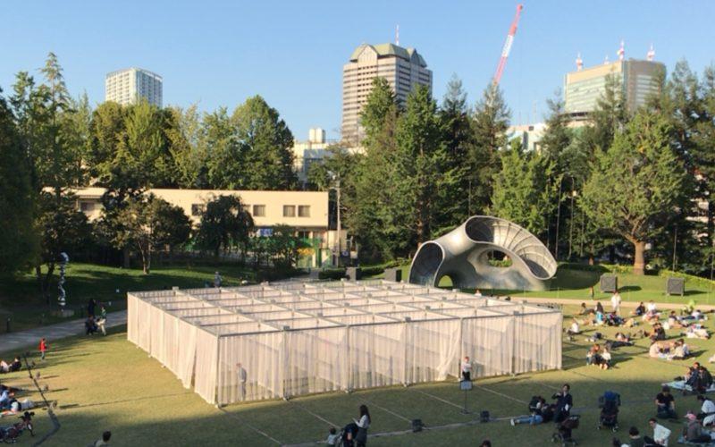 東京ミッドタウンデザインタッチ2016で芝生広場に設置されたカーテンウォールシアター
