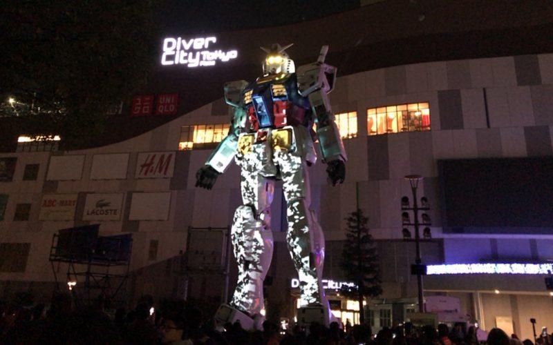 実物大ガンダム立像の夜の特別演出