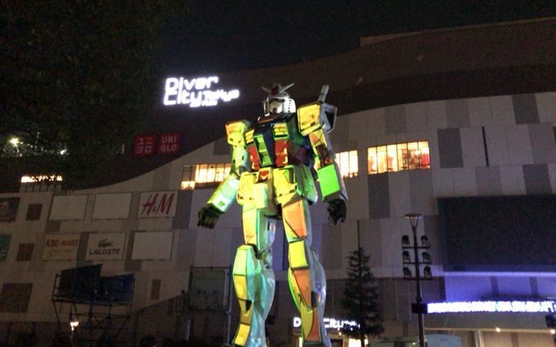 お台場ダイバーシティのフェスティバル広場で開催した1/1ガンダム立像 ウィンターライトアップ2016