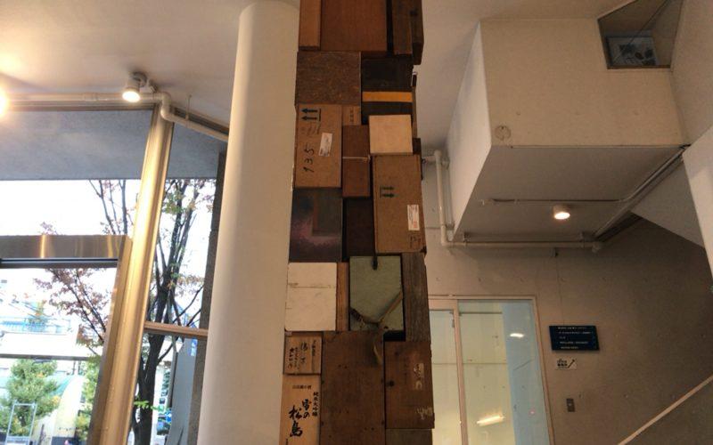 代官山ヒルサイドテラスA棟のアートフロントギャラリーで開催した「藤堂-瓦礫」の展示作品の柱