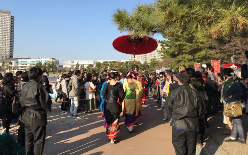 お台場海浜公園で開催した「水辺を彩る江戸祭」の花魁道中