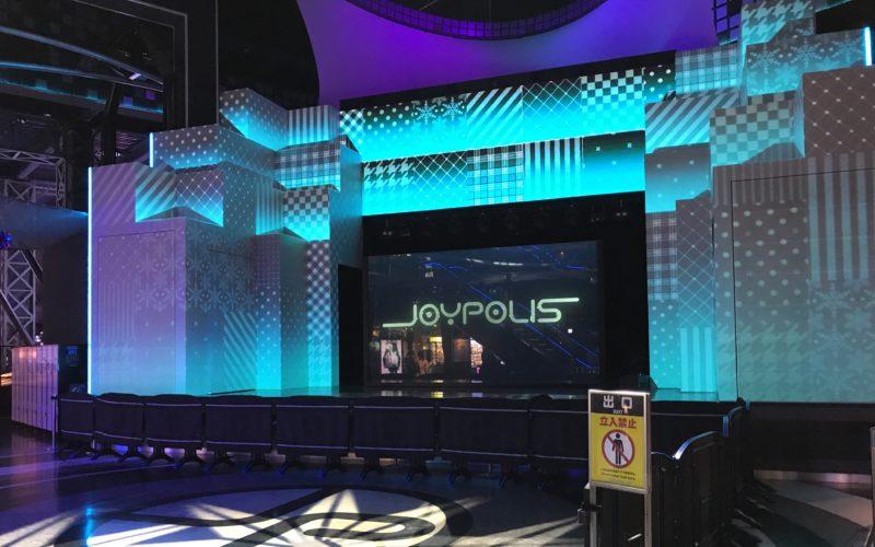 ショーが行われる東京ジョイポリス 1stフロアのメインステージ