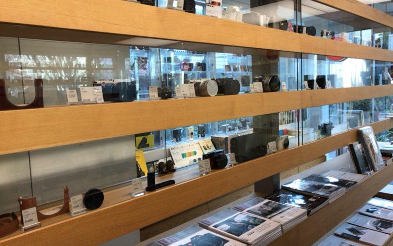 代官山北村写真機店の店内にならぶカメラ