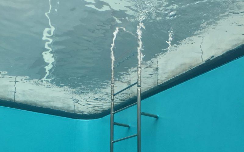 金沢21世紀美術館に恒久展示されているレアンドロ・エルリッヒさんのスイミング・プール