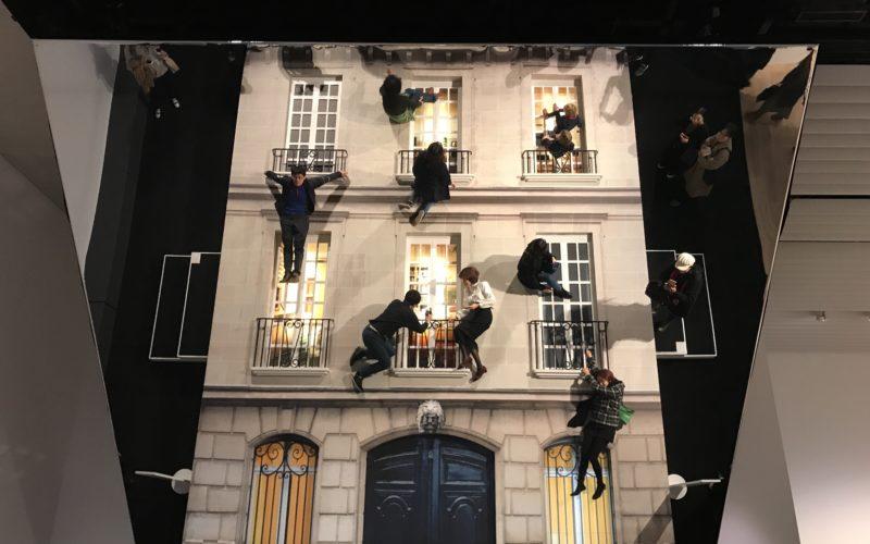 六本木ヒルズの森美術館で開催したレアンドロ・エルリッヒ展:見ることのリアルに展示していた作品「建物」