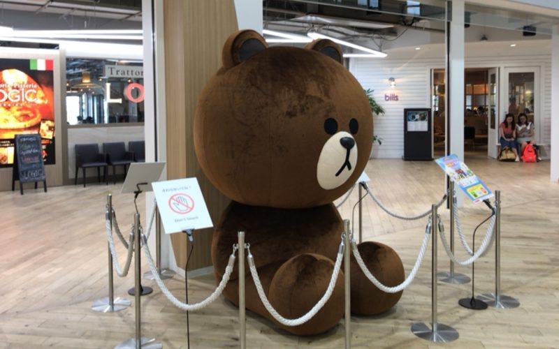 デックス東京ビーチのシーサイドモール3Fにあるデックス広場に置かれていたブラウンの巨大ぬいぐるみ