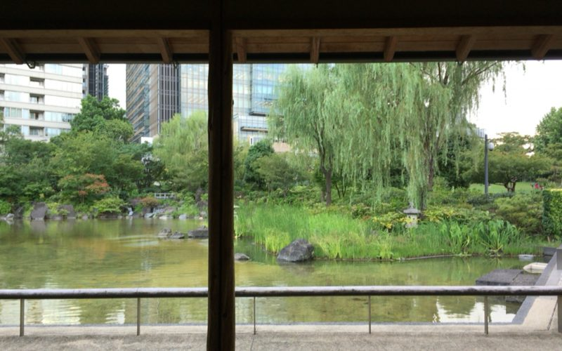 檜町公園の東屋から見た池