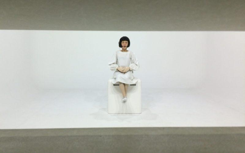 日本科学未来館3Fの零壱庵コーナーでニュースを読むコドモロイド