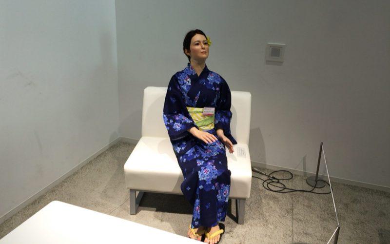 日本科学未来館の3Fに展示している浴衣を着たオトナロイド