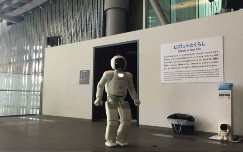 日本科学未来館3Fで行われているASIMOのデモンストレーション