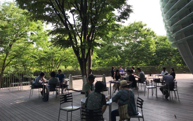 国立新美術館の1Fにあるカフェ コキーユのテラス席