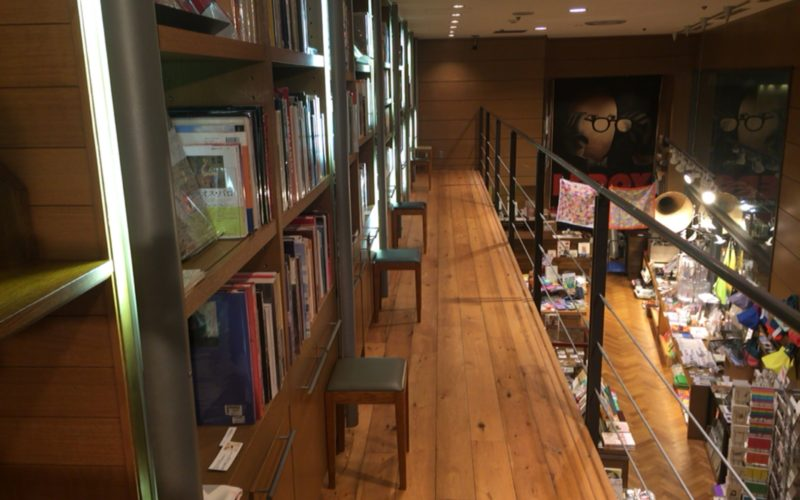 BunkamuraのB1Fにあるブックショップ ナディッフモダンの中2階