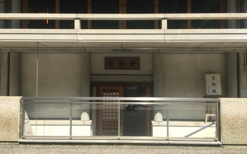 乃木神社の宝物殿の入口