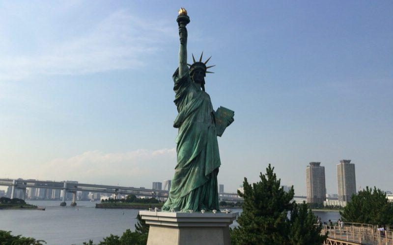 お台場海浜公園に設置している自由の女神像