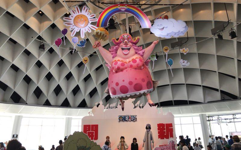 お台場フジテレビの球体展望室「はちたま」で開催したワンピース ホールケーキアイランド展の会場内