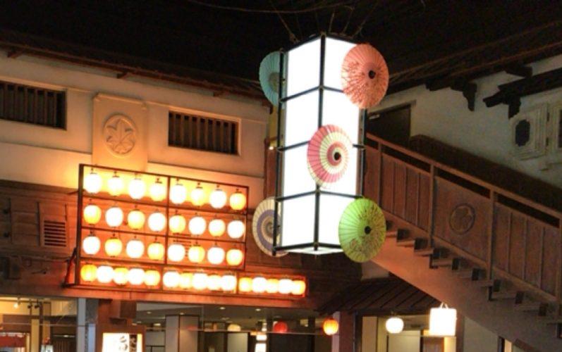 大江戸温泉物語お台場の広小路にある大江戸旨いもん屋台村にある2階にのぼる階段
