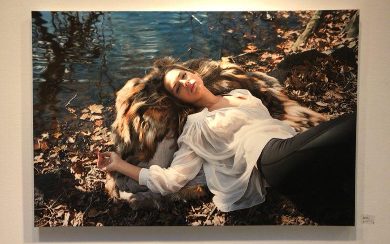 イガル・オゼリ展に展示していたズザナ・ブッシウォルドさんをモデルにした絵画