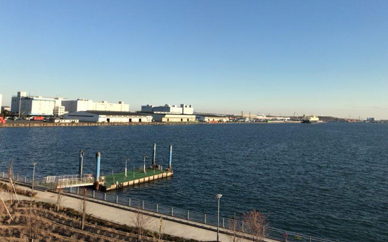 お台場パレットタウン桟橋と東京湾