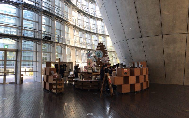 国立新美術館の1Fにあるミュージアムショップ スーベニアフロムトーキョーのショップスペース
