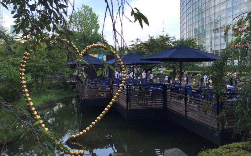 テレビ朝日・六本木ヒルズ夏祭りサマーステーションで毛利庭園にオープンした水上プレミアムビアガーデン