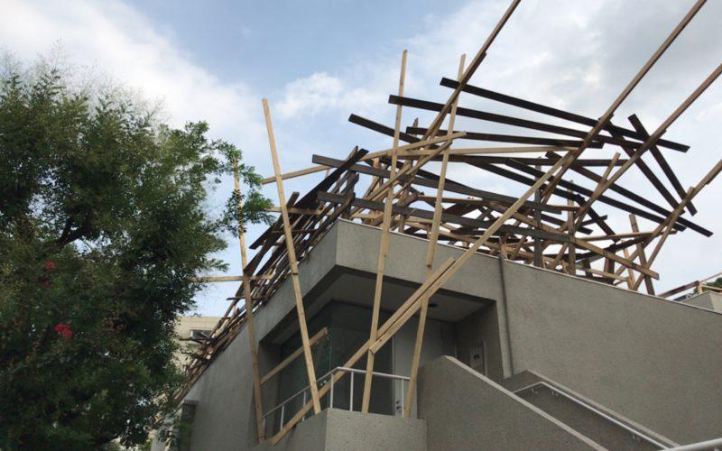 代官山ヒルサイドテラスA棟とB棟の屋上をつかった川俣正(工事中)再開のインスタレーション
