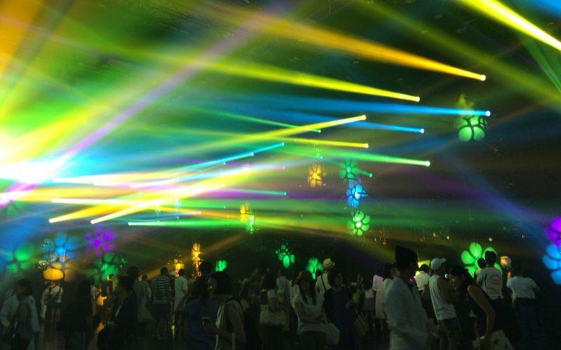 チームラボジャングル ライトアート&ミュージックフェスティバルのプログラム「恵のオーロラ」