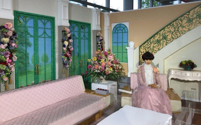 テレビ朝日本社内に展示している徹子の部屋の番組セット