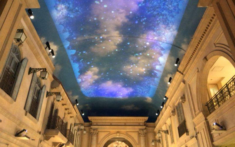 ヴィーナスフォート2Fの天井に投映していた「ヴィーナスフォート ルミナ」のプロジェクションマッピング