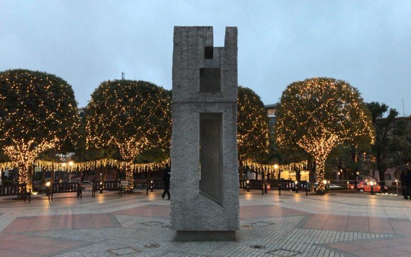 恵比寿ガーデンプレイスの時計広場にある石のモニュメント