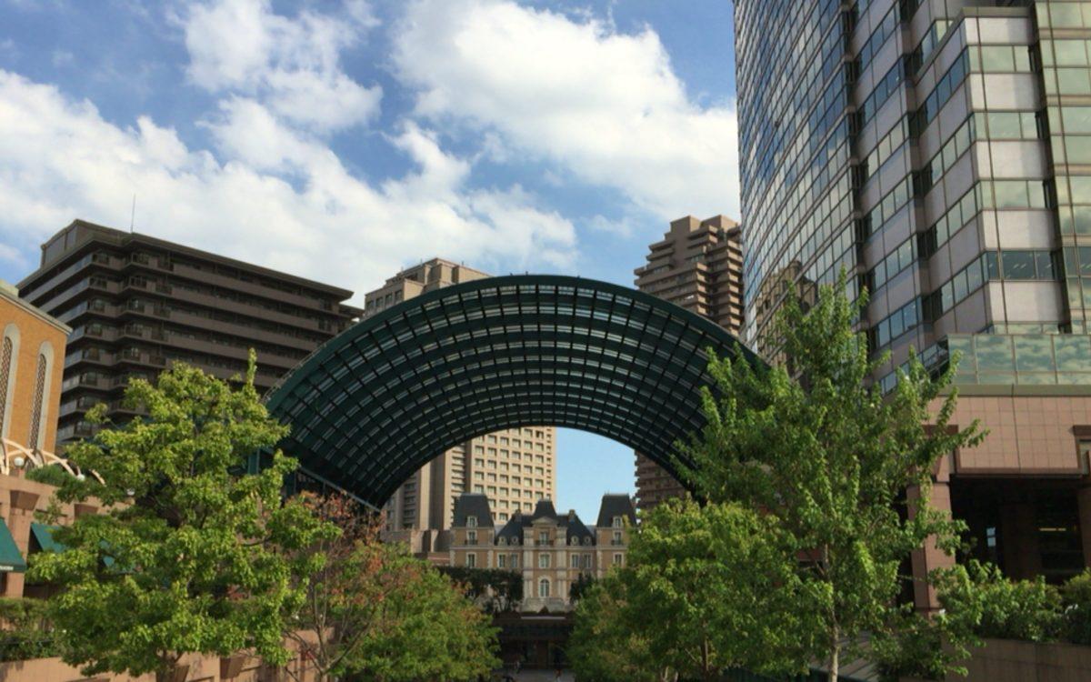 時計広場から見た恵比寿ガーデンプレイスのアーチ