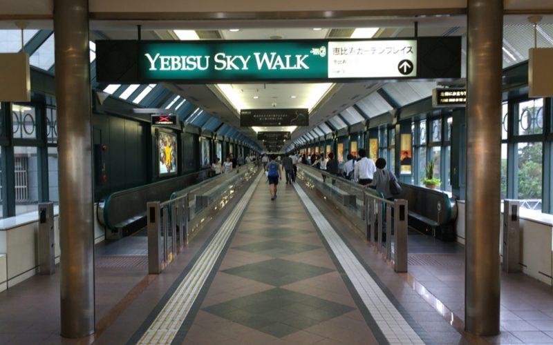 JR恵比寿駅にある恵比寿スカイウォークの入口