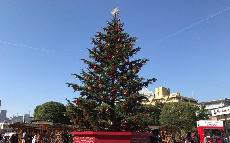 恵比寿ガーデンプレイス クリスマスイルミネーション で時計広場に設置されたクリスマスツリー