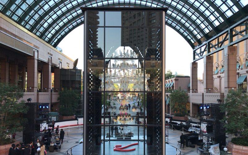 恵比寿ガーデンプレイス クリスマスイルミネーションでセンター広場に展示されたバカラのシャンデリア
