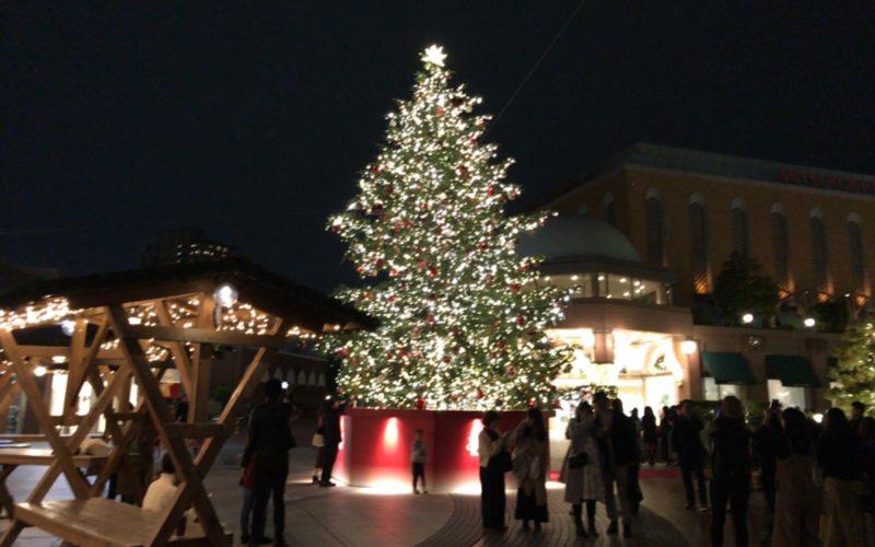 「恵比寿ガーデンプレイス クリスマスイルミネーション2017」で時計広場に展示されているクリスマスツリー