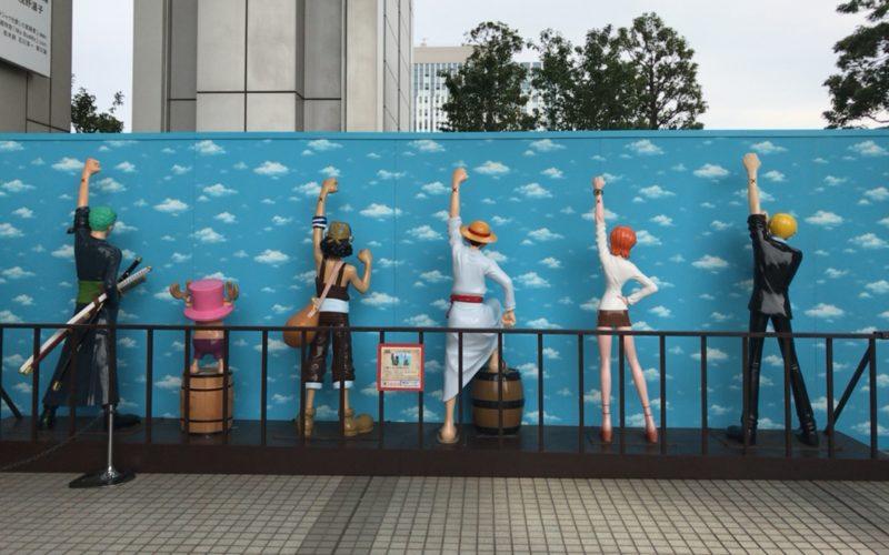 お台場フジテレビ本社ビル7Fの屋上庭園に展示されていたワンピースのキャラクターの等身大フィギュア