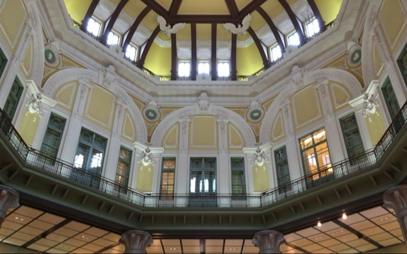 東京駅丸の内南口のドーム内側