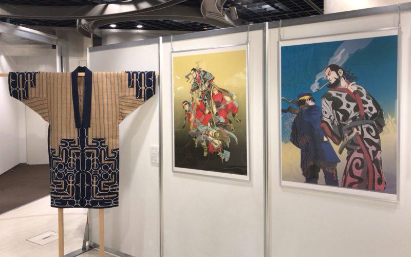 KITTE丸の内B1Fの東京シティアイで開催したゴールデンカムイとアイヌ文化展に展示していたアイヌ民族の服とゴールデンカムイのパネル