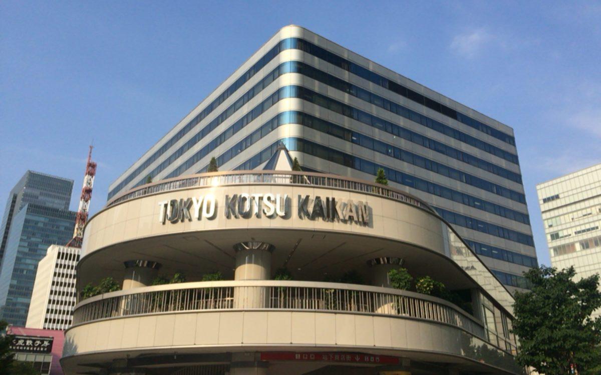 ピロティ側から見た東京交通会館