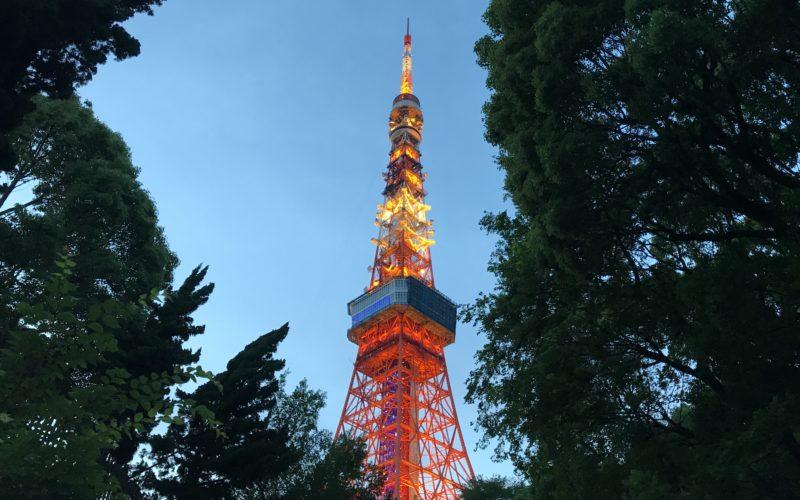 東京タワーで開催した天の川イルミネーションの演出「青い星の外階段」