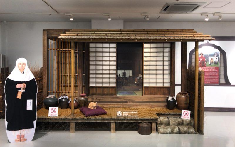 NHKスタジオパークのイベントホールで開催した大河ドラマ「おんな城主 直虎」の世界展に展示していた南渓和尚の部屋の縁側