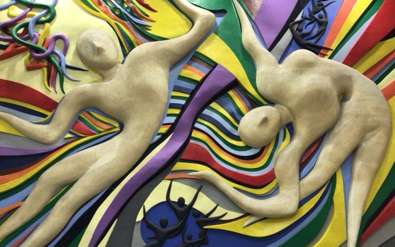 NHKスタジオパークのエントランスホールに展示している岡本太郎さんの作品「天に舞う」