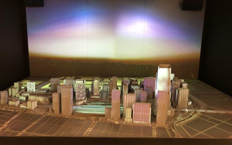 「Smooth Access City 都市の未来へ、行ってみよう」の3Fで上映しているネイキッドによるプロジェクションマッピング