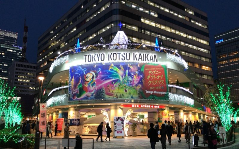 東京交通会館の1Fピロティ周辺に点灯した東京交通会館ウィンターイルミネーション